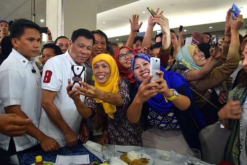 Philippines President Duterte pushes for historic peace settlement in Moro  conflict